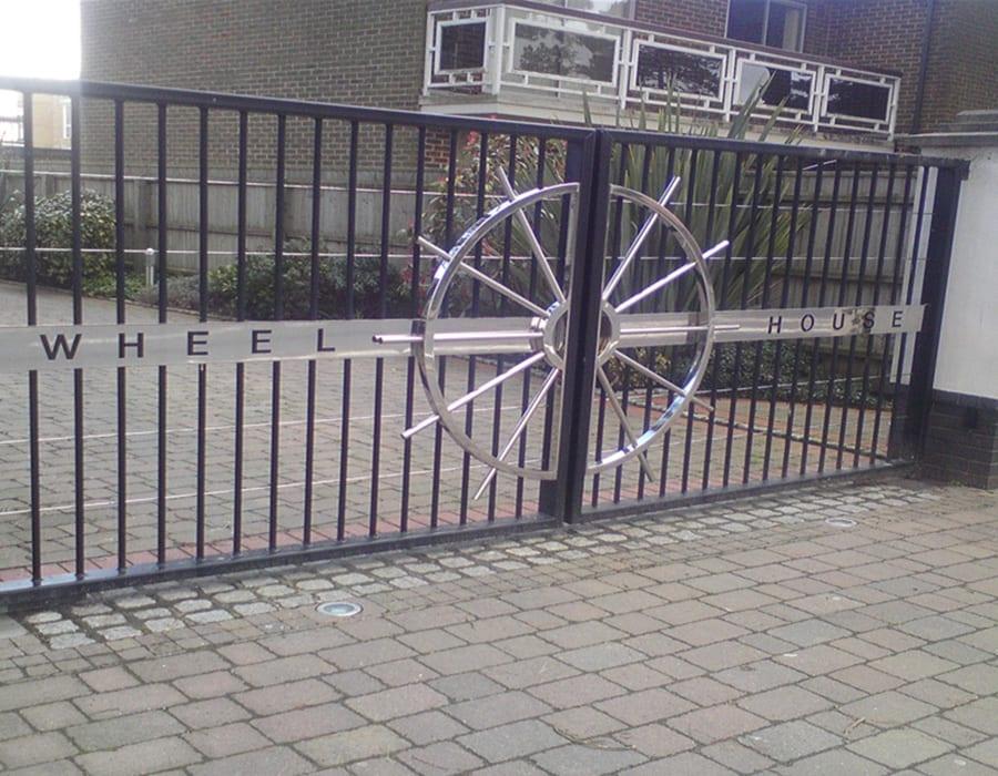 gates-large